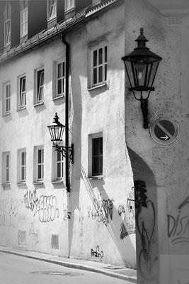 Sonnen- und Schattenseiten / Augsburg - © Helga Jaramillo Arenas - Fotografie und Poesie / April 2020
