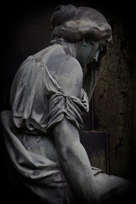 Voller Leid - © Helga Jaramillo Arenas - Fotografie und Poesie / Dezember 2013