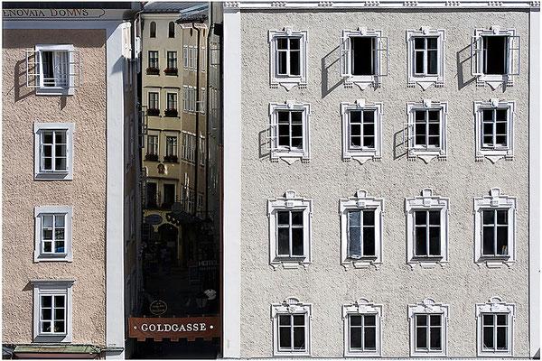 Blick in die Goldgasse / Salzburg - © Helga Jaramillo Arenas - Fotografie und Poesie / Arenas August 2012