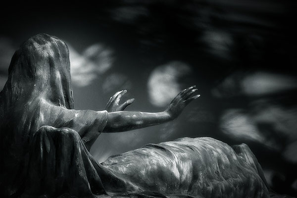 Die Beschwörung - © Helga Jaramillo Arenas - Fotografie und Poesie / November 2018