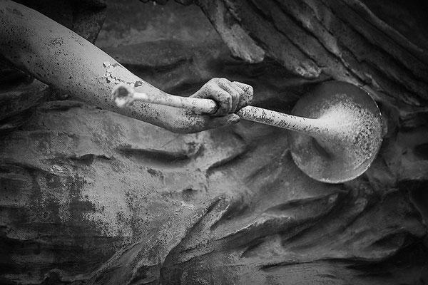 Kampfeslust in himmlischen Sphären (12) - © Helga Jaramillo Arenas - Fotografie und Poesie / September 2013