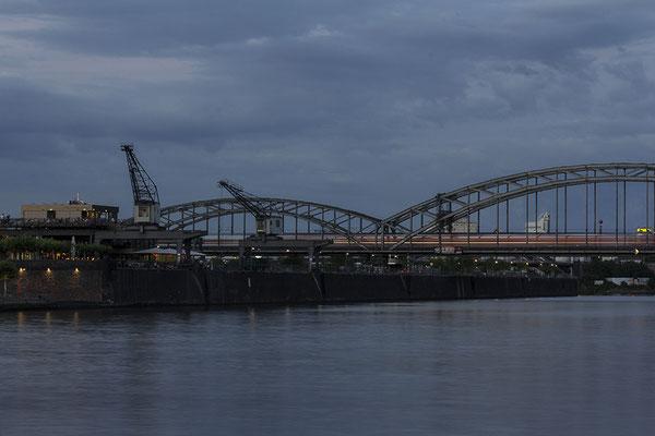 Der Abend am Fluss - © Helga Jaramillo Arenas - Fotografie und Poesie / Juli 2017