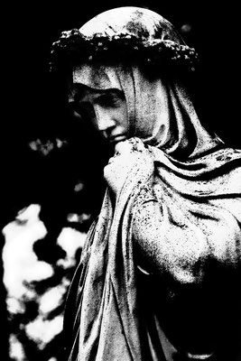 Gedanken in der Vergangenheit - © Helga Jaramillo Arenas - Fotografie und Poesie / April 2015