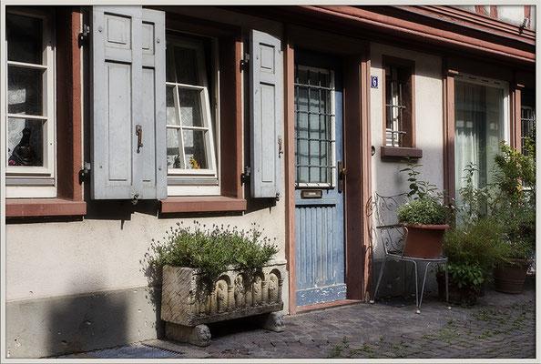 Einladendes Gässchen / Frankfurt-Höchst - © Helga Jaramillo Arenas - Fotografie und Poesie / Juli 2017