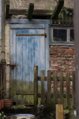 Die blaue Tür -  © Helga Jaramillo Arenas - Fotografie und Poesie / April 2021