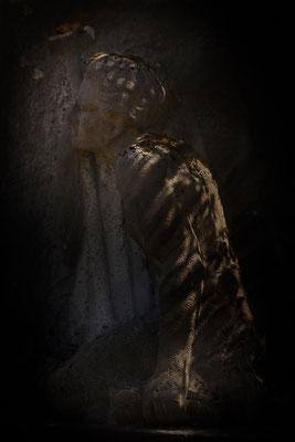 Das wärmende Licht in der Dunkelheit - © Helga Jaramillo Arenas - Fotografie und Poesie  / Juni 2015