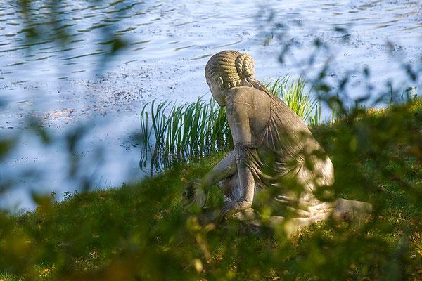 Das Mädchen am See / Gartenreich Wörlitz - © Helga Jaramillo Arenas - Fotografie und Poesie / März 2015