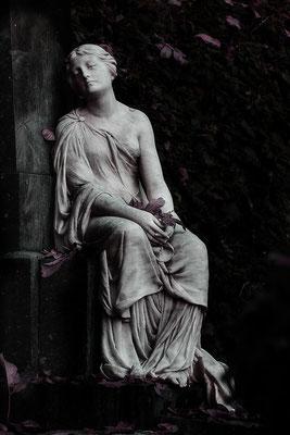 Sie trägt den Herbst in den Händen (2) - © Helga Jaramillo Arenas - Fotografie und Poesie / Dezember 2016