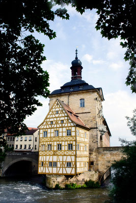 Umgeben von Fluten / Altes Rathaus Bamberg - © Helga Jaramillo Arenas - Fotografie und Poesie / Juni 2015