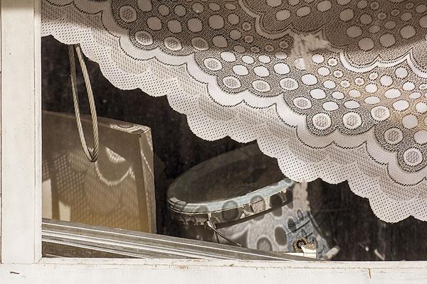 Wenn Fenster Geschichten erzählen - © Helga Jaramillo Arenas - Fotografie und Poesie / November 2019