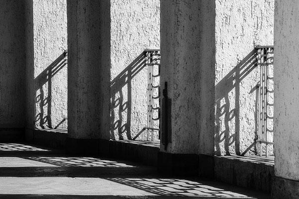 Schattenlicht (1) - © Helga Jaramillo Arenas - Fotografie und Poesie / September 2018