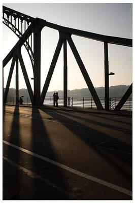 Schattenwurf / Berlin-Glienicker Brücke - © Helga Jaramillo Arenas - Fotografie und Poesie / Oktober 2011
