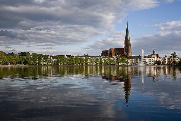 Am stillen Wasser / Schwerin - © Helga Jaramillo Arenas - Fotografie und Poesie / Juni 2012