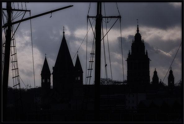Im Abendlicht /Blick auf Mainz - © Helga Jaramillo Arenas - Fotografie und Poesie / Dezember 2017