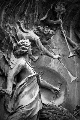 Kampfeslust in himmlischen Sphären (1) - © Helga Jaramillo Arenas - Fotografie und Poesie / September 2013