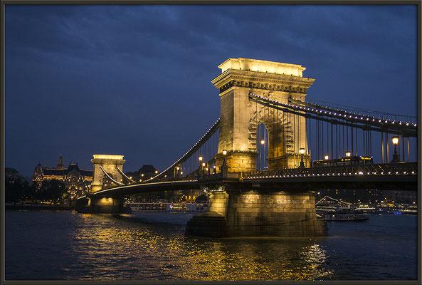 Der Abend an der Donau / Budapest - © Helga Jaramillo Arenas - Fotografie und Poesie / Mai 2017