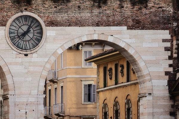 Zeitfenster / Verona - © Helga Jaramillo Arenas - Fotografie und Poesie / Juni 2018