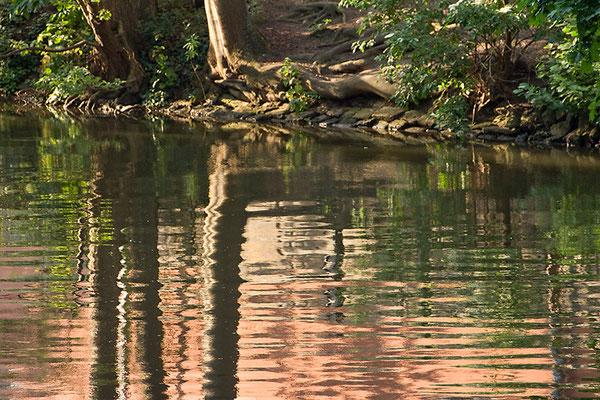 An des Baches Ufer - © Helga Jaramillo Arenas - Fotografie und Poesie / Juni 2015