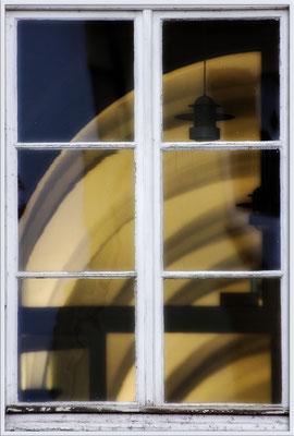 Im Fenster - © Helga Jaramillo Arenas - Fotografie und Poesie / Dezember 2017