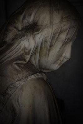 In die Schatten gehen - © Helga Jaramillo Arenas - Fotografie und Poesie / Juli 2018