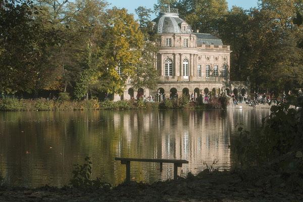 Ein Schloß im Herbst - Schloß Monrepos / Ludwigsburg - © Helga Jaramillo Arenas - Fotografie und Poesie / Dezember 2016