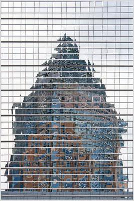 Wenn der Turm in die Häuser fällt (2) - © Helga Jaramillo Arenas - Fotografie und Poesie / März 2015