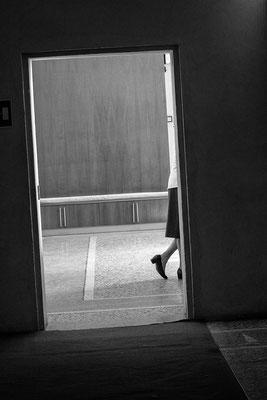 ...sie zeigt Bein - © Helga Jaramillo Arenas - Fotografie und Poesie / Juni 2018