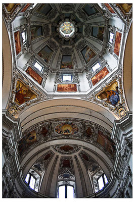 Aufgeblickt in mächtige Kuppeln (2) - © Helga Jaramillo Arenas - Fotografie und Poesie / August 2012