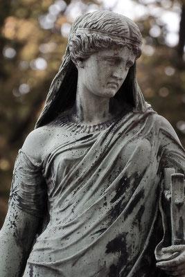 Erblickt großes Leid - © Helga Jaramillo Arenas - Fotografie und Poesie / Dezember 2015