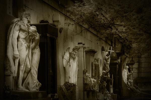 Die Einsamkeit der ewigen Trauer - © Helga Jaramillo Arenas - Fotografie und Poesie / September 2017