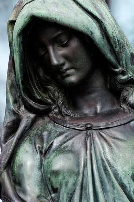 Trägt auf ihren Schultern schwer - © Helga Jaramillo Arenas - Fotografie und Poesie / Mai 2015