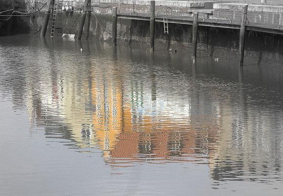 Graue Stadt am Meer / Husum - © Helga Jaramillo Arenas - Fotografie und Poesie / August 2010