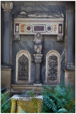 Zu Grabe getragen / Klein Glienicke, Berlin - © Helga Jaramillo Arenas - Fotografie und Poesie / Juni 2012