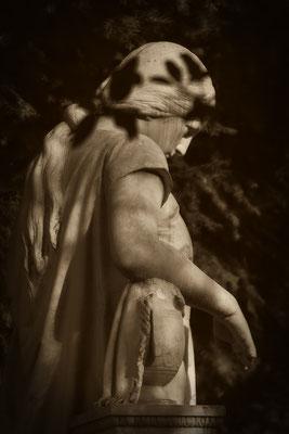 Die Schwere der Schatten - © Helga Jaramillo Arenas - Fotografie und Poesie / April 2018