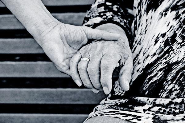 Die Sprache der Hände (3) - © Helga Jaramillo Arenas - Fotografie und Poesie / August 2013