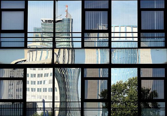 Zerrungen - © Helga Jaramillo Arenas - Fotografie und Poesie / August 2010