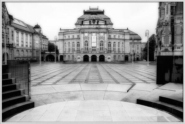 Im Regengrau (1) / Theater Chemnitz - © Helga Jaramillo Arenas - Fotografie und Poesie / Dezember 2017