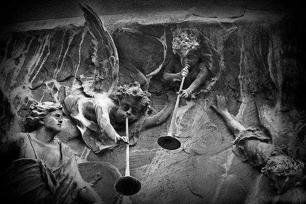 Kampfeslust in himmlischen Sphären (10) - © Helga Jaramillo Arenas - Fotografie und Poesie / September 2013