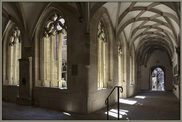 Licht und Schatten im Kreuzgang - © Helga Jaramillo Arenas - Fotografie und Poesie / August 2017