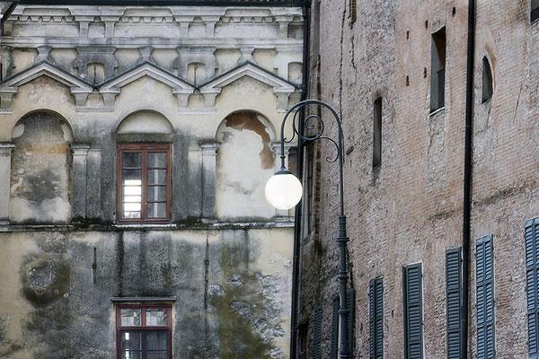 Alte Nachbarschaft / Mantova - Italien - © Helga Jaramillo Arenas - Fotografie und Poesie / Juni 2018