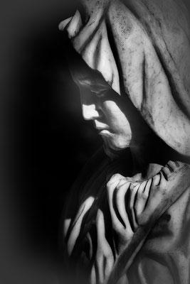 Tiefe Schatten -  © Helga Jaramillo Arenas - Fotografie und Poesie / Mai 2021
