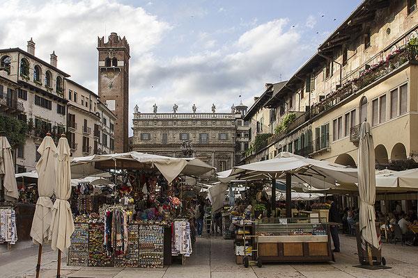 Markttag / Piazza delle Erbe - Verona - © Helga Jaramillo Arenas - Fotografie und Poesie / Juni 2018