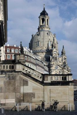 An der Kirche (1) / Dresden - © Helga Jaramillo Arenas - Fotografie und Poesie / November 2014