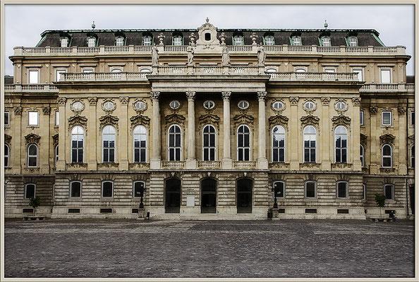 Burgenpalast - © Helga Jaramillo Arenas - Fotografie und Poesie / August 2017