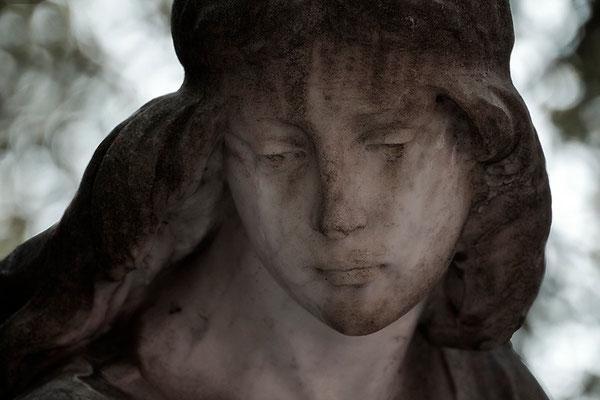 Umgeben vom Schleier der Trauer - © Helga Jaramillo Arenas - Fotografie und Poesie  / August 2015