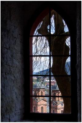Blick aus der Dunkelheit / Miltenberg - © Helga Jaramillo Arenas - Fotografie und Poesie / Mai 2015