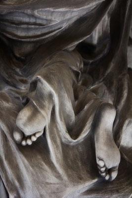 Unter wallenden Stoffe - © Helga Jaramillo Arenas - Fotografie und Poesie / September 2015