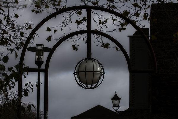 Die drei Lampen (1) - © Helga Jaramillo Arenas - Fotografie und Poesie / November 2017