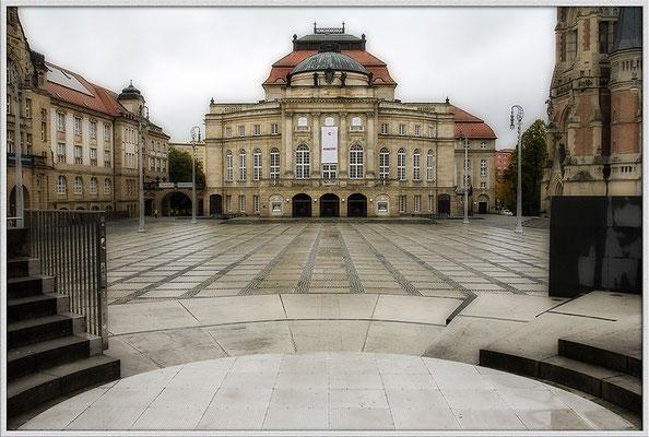 Im Regengrau (2) / Theater Chemnitz - © Helga Jaramillo Arenas - Fotografie und Poesie / Dezember 2017