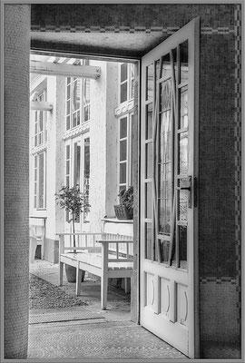 Geöffnete Türen (1) Bad Nauheimer Jugendstilbad - © Helga Jaramillo Arenas - Fotografie und Poesie / September 2018